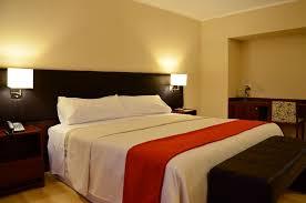 Peut-on arriver après minuit dans un hôtel en Espagne ?